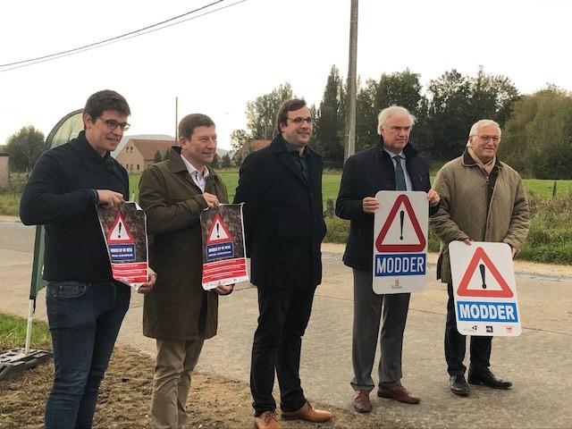 campagne modder op de weg